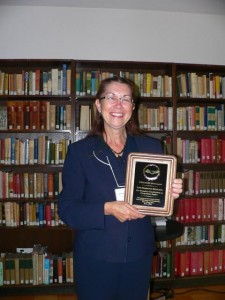 Lou Hammond Ketilson accepts 2008 CASC Merit Award